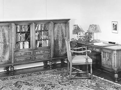 Fraubrunnen AG produziert 1940-1960 hochwertige Möbel in klassischen Formen.